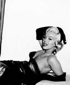 Irish mm fanclub on in 2019 marilyn monroe photos норма джин Hollywood Glamour, Hollywood Actresses, Classic Hollywood, Old Hollywood, Hollywood Icons, Arte Marilyn Monroe, Marilyn Monroe Photos, Marilyn Monroe Smoking, Cinema Tv