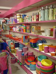 My idea of plastic heaven, so many lovely things for the kitchen Kitsch Kitchen in Amsterdam, Holland Amsterdam Shopping, I Amsterdam, Amsterdam Travel, Kitsch, Vintage Kitchen, Vintage Tins, Vintage Ideas, Retail Space, Home Interior Design