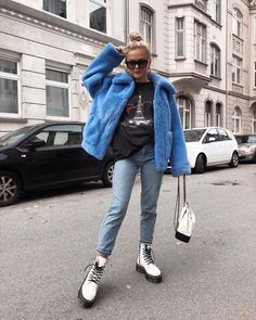 little Cookie Monster 💙🍪 Edgy Outfits, Winter Fashion Outfits, Fall Winter Outfits, Denim Fashion, Cute Outfits, Womens Fashion, Fashion Boots, Dr. Martens, White Dr Martens