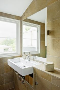 Perfekt for to, ideell til mange - Bo-Bedre. Sink, Home Decor, Sink Tops, Vessel Sink, Decoration Home, Room Decor, Vanity Basin, Sinks, Home Interior Design