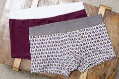 "Free sewing pattern: men& underpants ""LeRetro""- Kostenloses Schnittmuster: Herren-Unterhose ""LeRetro"" Today it& the men& turn! One project that is not only used on special days is underwear. The tight-fitting men& underpants Sewing Patterns Free, Free Sewing, Free Pattern, Mode Masculine, Sewing Pants, Sewing Clothes, Expensive Clothes, Diy For Men, Short Legs"
