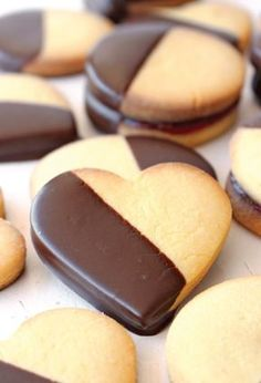 food photography, food styling, shortbread biscuits with chocOlate Beignet Nature, Cookie Recipes, Dessert Recipes, Valentines Food, Cookie Decorating, Love Food, Sweet Recipes, Bakery, Sweet Treats