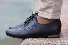 Precio original: $130 //Web precio: $105 Envío gratis Venta WorldwideChristmas 25% de descuento Carmen Oxford de ▶▶▶ Bangi zapatos ◀◀◀ Oxford de francesina elegante Sport que será darle vida a cada equipo. La combinación de cuero mate y brillante de alta calidad, con el talón de micolite único y madera apilada. Súper cómodo y ligero peso. ▶Heel altura - 1,6 cm | 0,6 Colores ▶▶available: Gris: http://etsy.me/1LFzWTH Morado: http://etsy.me/1W1L9Vj Azu...
