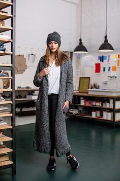 Knitting Patterns Coat The Initiative Handarbeit offers ideas, suggestions and free instructions for DIY in the … Winter Mode Outfits, Winter Fashion Outfits, Diy Fashion, Knitted Coat Pattern, Knit Cardigan Pattern, Formal Casual Outfits, Casual School Outfits, 2018 Winter Fashion Trends, Art Minecraft