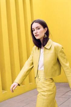 Sigrid (Sigrid Solbakk Raabe) ✾ Norwegian/Scandinavian singer (country: Norway) stage name: Sigrid Yellow Fashion, All Fashion, Times Square, Glamour, Beautiful Celebrities, New Music, Editorial Fashion, Scandinavian, Style Inspiration