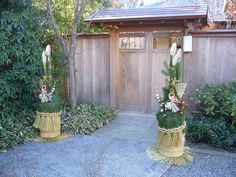 Kadomatsu are placed in pairs in front of the gate or front doors of homes and other buildings. Photo: ja.wikipedia.org