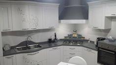 Jessica your kitchen is very beautiful! http://acasaconte.spar.it/iniziativa-a-casa-con-te/
