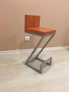 Industrial style bar stool, pub stool, wood and metal stool, stool with back Log Bar Stools, Industrial Bar Stools, Industrial Style, Industrial Design, Metal Design, Modern Design, Modern Chairs, Modern Furniture, Table Reglable