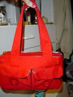 Yay - a bag with outside pockets - my favorite!  Tutorial does not have dimensions, but the basic instructions are there.