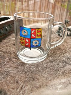 Verre blason de France Glass Coffee Cups, Family Crest, Coat Of Arms, Articles, France, Mugs, Tableware, Artwork, Pattern