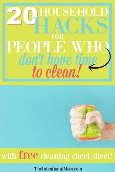 Cleaning is so hard to squeeze in to a busy life. I seem to have little to no time to clean as a mom of Here are 20 cleaning hacks & tips for busy people who don't have time to clean! Cleaning Checklist, Cleaning Recipes, House Cleaning Tips, Car Cleaning, Diy Cleaning Products, Deep Cleaning, Spring Cleaning, Cleaning Hacks, Microwave Cleaning