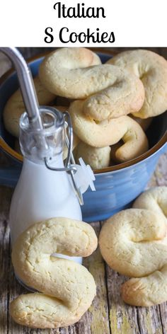 A fast and easy to make Italian S Cookie. These simple Biscuits go perfect wit. Frances Mascarenas irjeer cookies A fast and easy to make Italian S Cookie. These simple Biscuits go perfect with a cup of coffee or tea. Have them for Breakfast or Biscotti Cookies, Biscotti Recipe, Yummy Cookies, Almond Cookies, Biscotti Biscuits, Drop Cookies, Chocolate Cookies, Italian Cookie Recipes, Italian Cookies