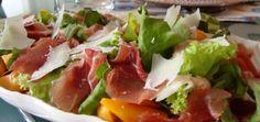 Salada de Alface com Pessegos Presunto e Parmesao
