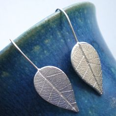 Ali Bali Jewellery captures real textures from nature by imprinting them in precious metal clay.