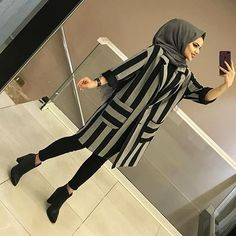 Image may contain: one or more people and shoes Modern Hijab Fashion, Street Hijab Fashion, Muslim Fashion, Fashion Outfits, Casual Hijab Outfit, Hijab Chic, Hijab Dress, Modest Dresses, Casual Dresses