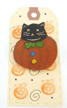Primitive Halloween Cat Pin or Brooch.  Hand Painted Wooden Halloween Cat in…