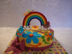 This colorful cake was for a special little 7 years old girl who fight against leukaemia for some years and now, she is completely cured. This cake was to celebretate her complete remission! This is a marble cake with creamcheese filling all covered with fondant. Rainbow, butterfly and flowers are also fondant. After the rain comes the sun!