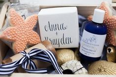 Beach wedding welcome box / Simply Sarah Photography via Eriksson Eriksson My Wedding Favors, Destination Wedding Welcome Bag, Elegant Wedding Favors, Wedding Gift Boxes, Wedding Welcome Bags, Diy Wedding Decorations, Unique Weddings, Wedding Ideas, Beach Weddings