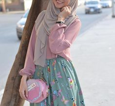 #hijabstylecasual Modern Hijab Fashion, Abaya Fashion, Muslim Fashion, Modest Fashion, Fashion Outfits, Hijab Chic, Casual Hijab Outfit, Modest Dresses, Modest Outfits