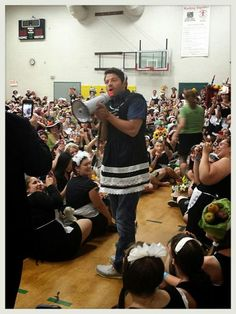 Misha Collins GISHWHES 2014: Breaking the Guinness world record for the largest gathering of French maids!
