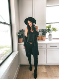 Mode How to Style an All Black Outfit 3 Ways Black Work Outfit, Black Dress Outfits, Edgy Outfits, Mode Outfits, Cute All Black Outfits, Black Jeans Outfit Summer, All Black Outfit Casual, Woman Outfits, Black Jeans Women