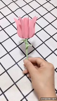 Cool Paper Crafts, Paper Crafts Origami, Origami Art, Diy Crafts, Flower Crafts, Diy Flowers, Paper Flowers, Tulip Origami, Diy For Kids