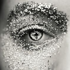 < glitter >