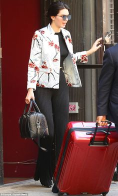 Kendall Jenner covers up in floral blazer while heading to JFK Airport | Daily Mail Online