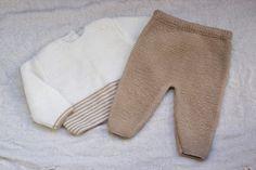 també hi ha patró per bossa Crochet Baby Poncho, Baby Sweater Knitting Pattern, Baby Knitting Patterns, Baby Patterns, Knit Crochet, Crochet Patron, Filet Crochet Charts, Knitted Baby Clothes, Baby Pants