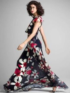 Elegant beauty Caitriona Balfe will seduce you with her pictures and charm you with her acting prowess. Caitriona Balfe Outlander, Serie Outlander, Claire Fraser, New York Post, Dress To Impress, Beauty Women, Catwalk, Curly Hair Styles, Celebs
