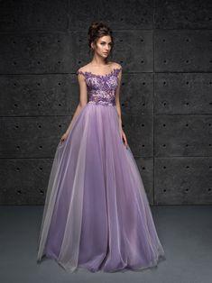 529c5ec144cd 25 nejlepších obrázků z nástěnky plesové šaty