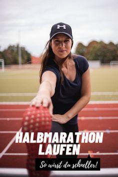 Der Halbmarathon Trainingsplan der euch schneller macht und zu Höchstleistungen bringt. Alle Infos in meinem Blogpost auf The Golden Kitz. Play Hard, Planer, Work Hard, Fitness, Half Marathon Training Schedule, Running Half Marathons, Tips, Working Hard, Keep Fit