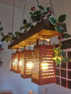 Decoración y Hogar, una buena idea de elaborar luminarias para tu jardín utilizando ralladores de metal, una manualidad muy original y te encantara!!!