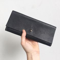Back in stock and on sale at the market tomorrow with metallic bronze or turquoise leather interior - pop down! It'll be all sparkly and festive  #broadwaymarket #broadwaymarketschoolyard #stockingfiller #specialgift #leatherpurse #madeinlondon #carv #carvlondon