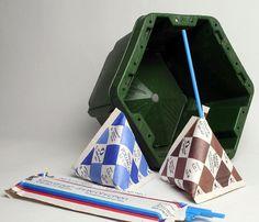 Produkte aus der DDR. Milch und Kakao - man beachte die oktogene Form der Kiste für die Tüten