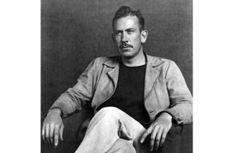 """John Ernst Steinbeck, Jr. (Salinas, 27 febbraio 1902 – New York, 20 dicembre 1968) è stato uno scrittore statunitense tra i più noti del XX secolo, autore di numerosi romanzi, racconti brevi e novelle. Fu per un breve periodo giornalista e cronista di guerra nella seconda guerra mondiale. Nel 1962 gli fu conferito il Premio Nobel per la letteratura con la seguente motivazione: """"Per le sue scritture realistiche ed immaginative, unendo l'umore sensibile e la percezione sociale acuta"""""""