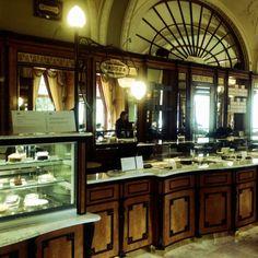2 tolles Caféhaus. Hier ist auch Endstation der U2 - der ganz alten Stadtbahn
