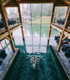 Piscina interior y exterior Beautiful Homes, Beautiful Places, Wonderful Places, Piscina Interior, Indoor Swimming Pools, Amazing Swimming Pools, Dream Pools, Cool Pools, Pool Designs