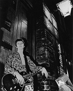"""BOWIE'S """"ZIGGY STARDUST"""" PHOTOSESSION, JANUARY 1972..."""