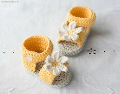 Daisy Delight Baby Sandals  - Crochet Pattern + Giveaway