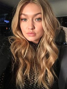 Best blonde hair color: Gigi Hadid – click ahead for more celebrity hair and mak… - New Hair Celebrity Hairstyles, Cool Hairstyles, Gigi Hadid Hairstyles, Cool Blonde Hair, Blonde Waves, Golden Blonde Hair, Sandy Blonde, Brown Blonde, Blonde Brunette