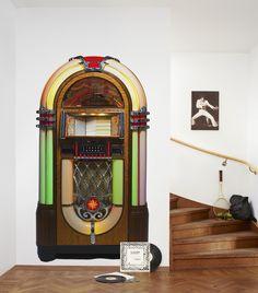 Diventa un DJ. Mr Perswall ti aiuterà a scrivere la tua canzone preferita nel jukebox.
