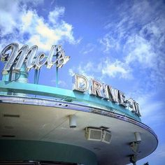 If you're looking for somewhere to #eat that corresponds with your #budget in #Universal Studios #Florida. Than Mel's Drive In is the #place for you. ~ #UniversalOrlando #UniversalMoments