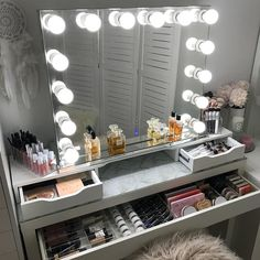 DIY Simple Makeup Room Ideas, Organizer, Storage and Decorating Makeup room Such a stunning dressing room from featuring our Diaz Hollywood Mirror. Makeup Mirror with Lights Diy Makeup Organizer, Vanity Organization, Organization Ideas, Storage Ideas, Makeup Storage Organization, Make Up Storage, Makeup Table Vanity, Vanity Room, Diy Vanity