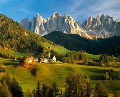 Patrimonio Unesco: le Dolomiti, catena alpina con 18 cime d′altezza superiore ai 3000 metri