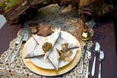 gold table decorations and stars - lace table runner