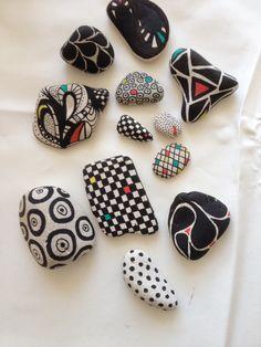 Malede sten...nice designs!