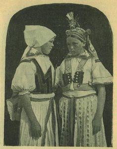 """Casopis cesky lid III. Děvče v šatce a """"kabátku"""" a druhé ve svatebním pentlení. Z Velké"""