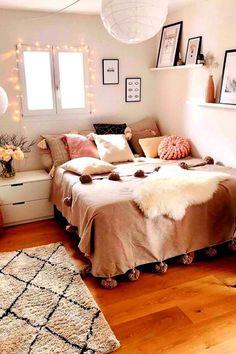 Cute Bedroom Ideas, Cute Room Decor, Room Ideas Bedroom, Girl Bedroom Designs, Bedroom Inspo, Bedrooms Ideas For Small Rooms, Bedroom Ideas For Women In Their 20s, Bedroom Inspiration Cozy, Bedroom Desk