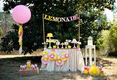 Que tal aproveitar a estação mais alegre do ano e fazer uma festa com tema verão para comemorar o aniversário do seu filho? Ideias lindas para reproduzir!